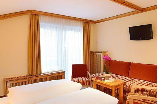 Dreibettzimmer in Obertauern, 3 Sterne Hotel Tyrol, Salzburg