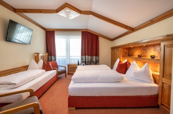 Dreibettzimmer in Obertauern, Hotel-Garni Tyrol